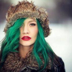 Vopseste-ti Parul Verde Nebun sau Albastru Denim, Join the Revolution in Color Creativity!