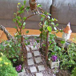 Idei de gradini miniaturale pentru curte sau pentru un peisaj realist pe balcon!