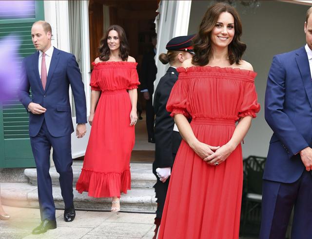 Ducesa de Cambridge, look sexy intr-o rochie rosie vaporoasa lasata pe umeri!