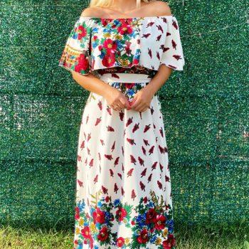 Rochie traditionalalunga cu volan pe umeri si insertii florale Agatha Alba
