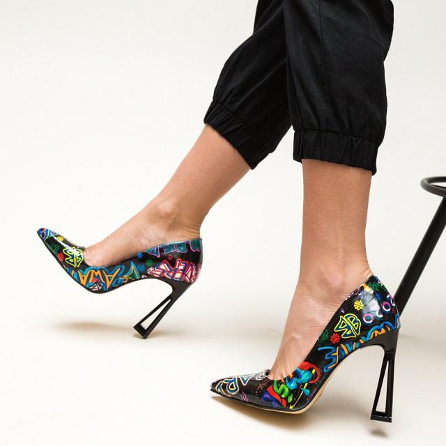 pantofi cu toc ssubtire senzational multi negri cu print colorat gingi