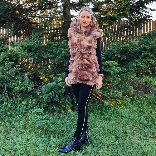 Vesta blana ecologica cu gluga Capuccino
