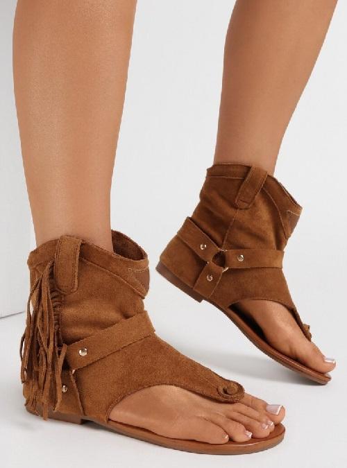 Sandale tip gladiator cu franjuri si talpa joasa Camel