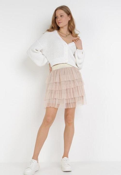 Combinatia perfecta intre un pulover si o fusta din tulle