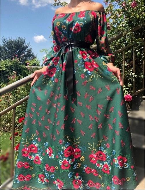 Rochie gipsy lunga-traditionala verde cu flori rosii