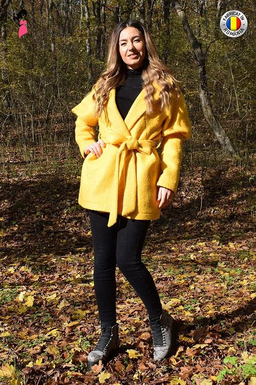 Palton dama elegant cu cordon fabricat in Romania Galben